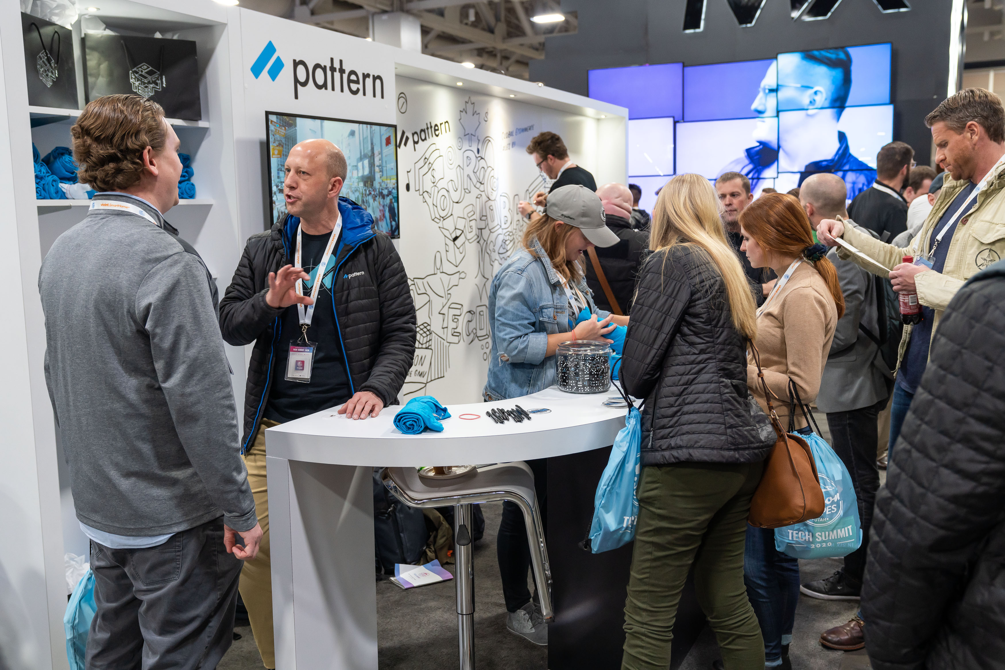 Pattern employees talk to booth-goers about global ecommerce at the SSTS 2020.